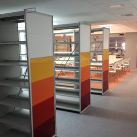 Biblioteca con estanteria Senda