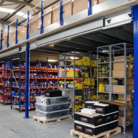 Entreplanta y estanteria almacenaje